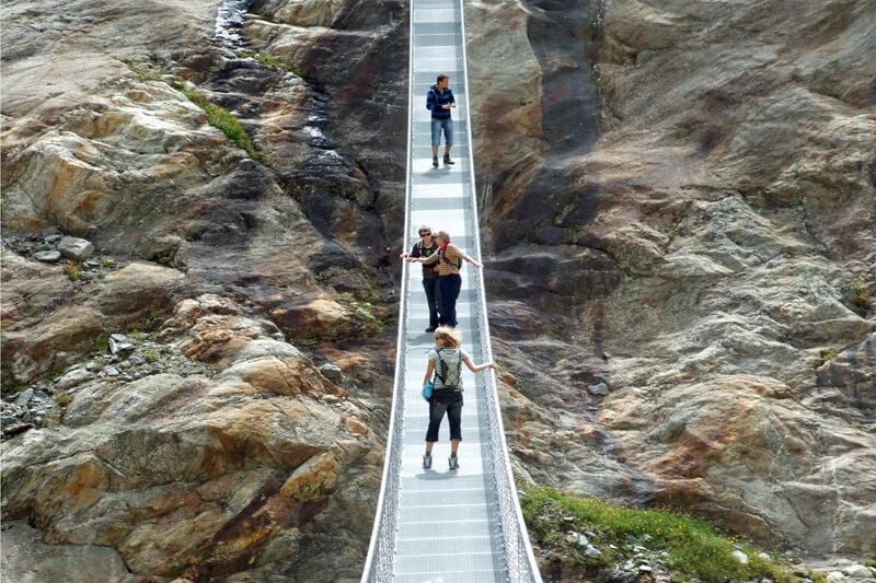 Hangbrug boven Aletsch gletsjer